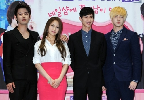 Kara S Park Gyuri Actor Song Jae Rim And Mblaq Thunder From Left Attended A Press Conference For Mbc Queen Drama Nail Salon Paris Held In Ifc