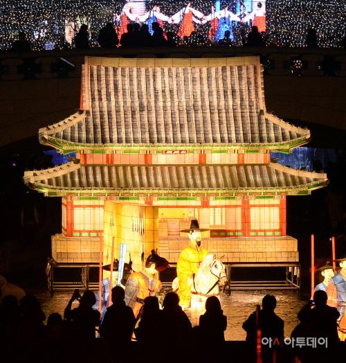 인산인해 이루는 서울빛초롱 축제