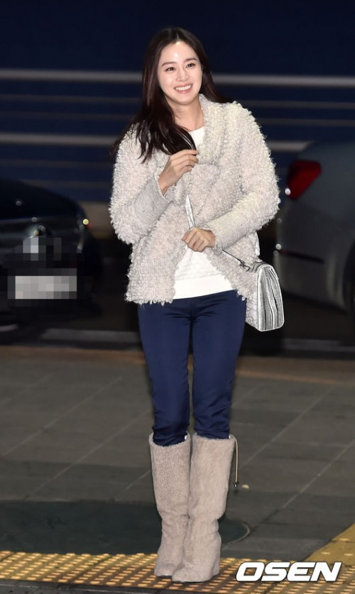 Kim Tae Hee Shows Off Her Elegance With Natural Airport Fashion