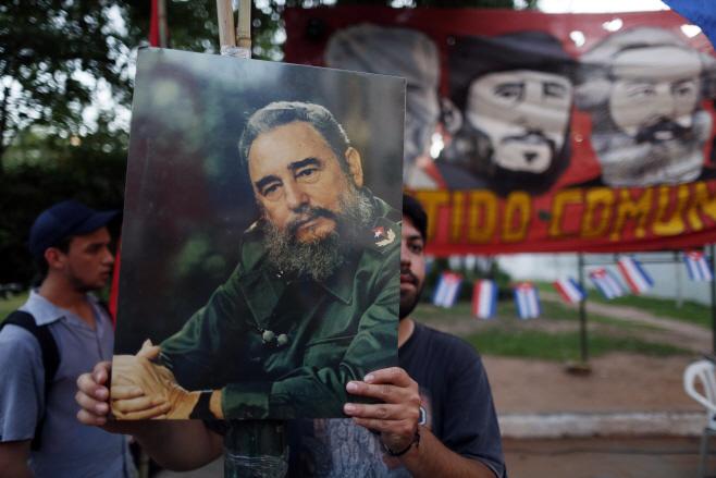 Paraguay Fidel Castro <YONHAP NO-0769> (AP)