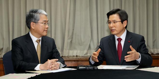 황 권한대행-김동철 비대위원장 대화
