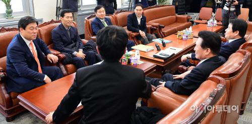 4당 원내수석-정무위원회 간사 회동(4+4)