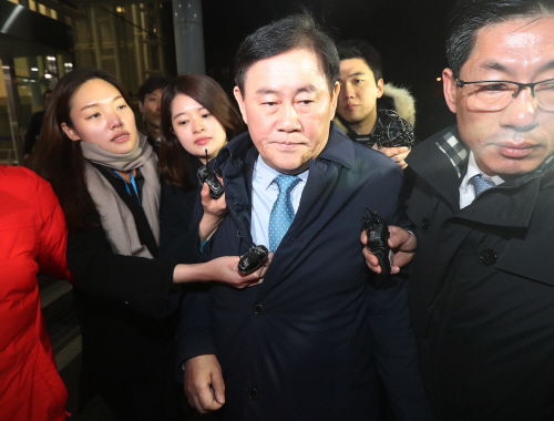 '채용외압' 의혹 최경환 의원 검찰 조사<YONHAP NO-0713>