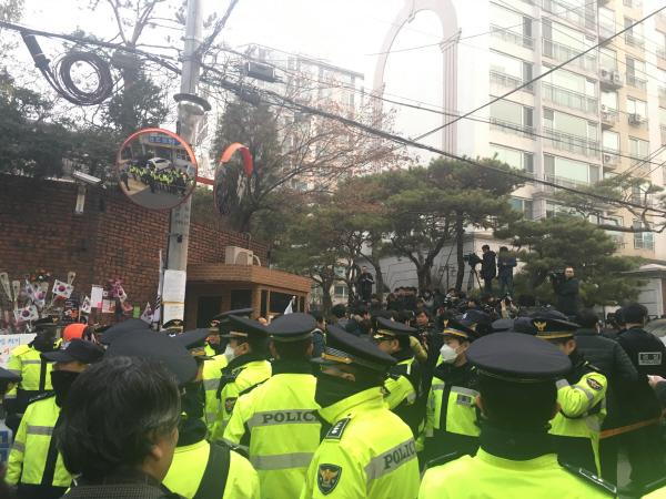 [포토] 복잡한 박 전 대통령 자택 앞