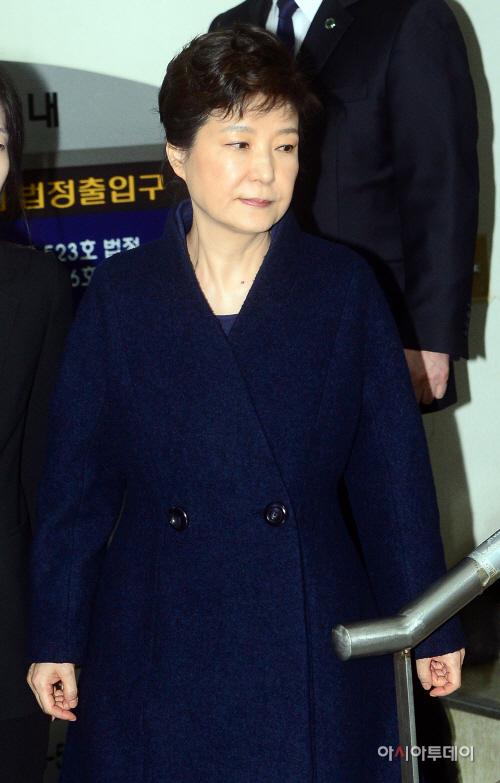 법원 나서는 박근혜 전 대통령