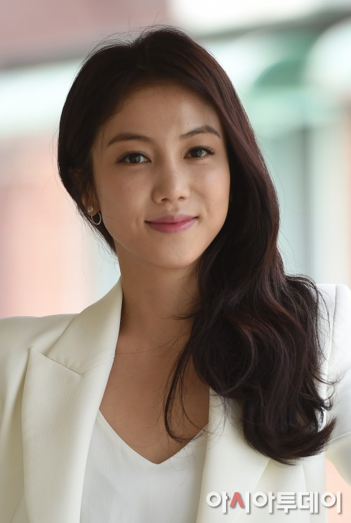 韩国女星金玉彬_【明星专访】《恶女》金玉彬想尝试不同艺术类型 - 韩国今日亚洲