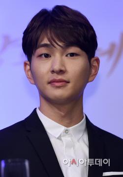 [포토]샤이니 온유 '배우 뺨치는 훈훈한 외모' (태양의 후예)
