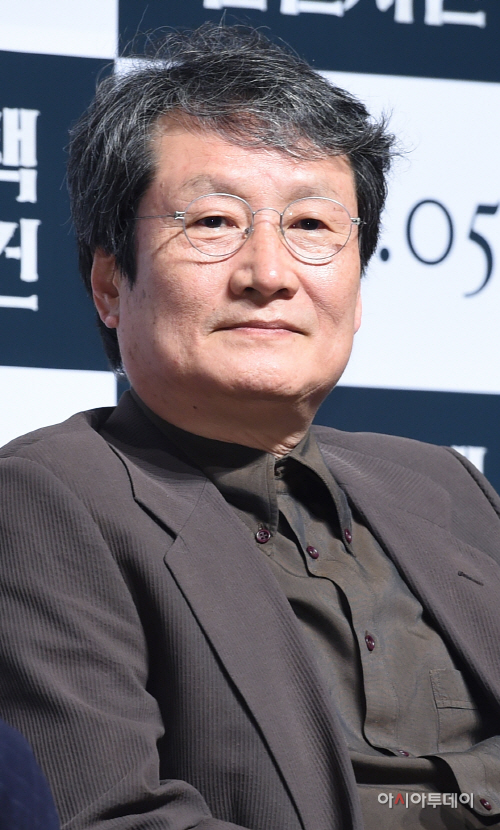[포토]문성근 '변호사 윤영환입니다'