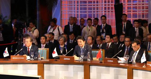 아세안+3 정상회의 참석한 문 대통령