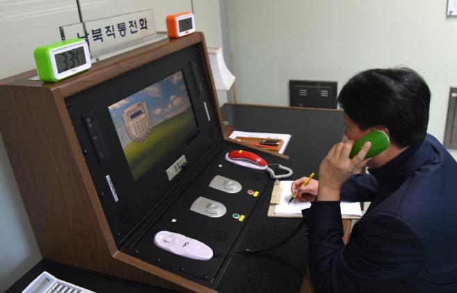 남북직통전화 재개