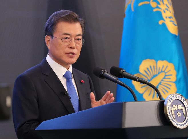 문 대통령 '평범한 사랑의 용기,민주주의 역사 바꿔'