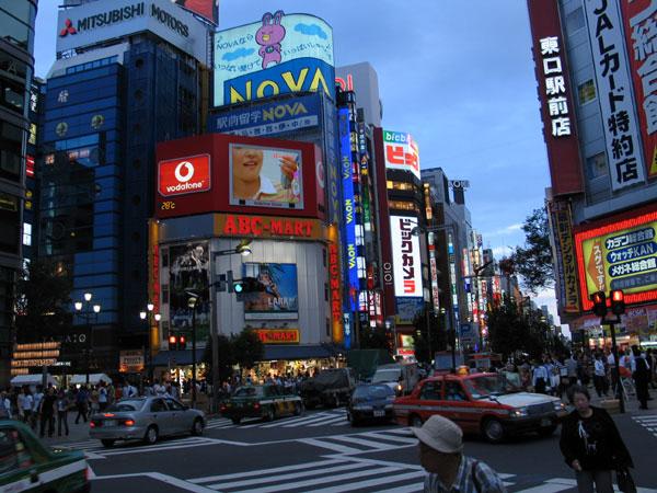 Street_scene_in_Tokyo
