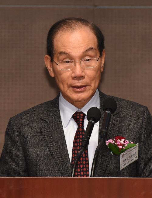 [포토]격려사하는 이학수 고려대 교우회 회장