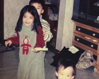 '나의 아저씨' 첫방송, 아이유 어린시절 모습 담긴 사진 공개 '앞니 빠진 지으니'