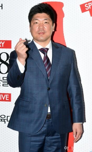 [포토] 이용 감독, 금빛리더