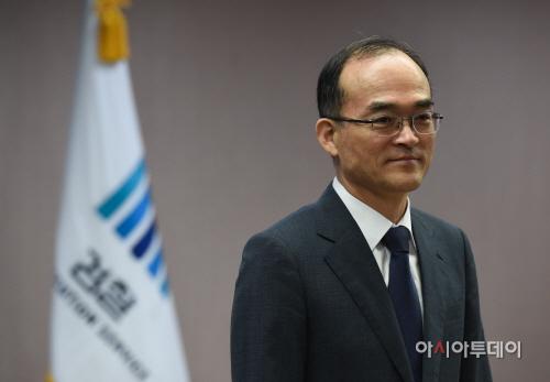 [포토]기자들 만난 문무일 검찰총장