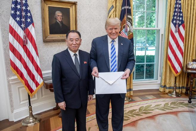 김정은 친서 받은 트럼프 미국 대통령