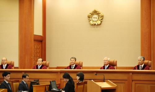 '양심적 병역거부' 판결 위해 모인 헌법재판관들