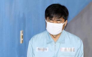 법정 향하는 진경준 전 검사장
