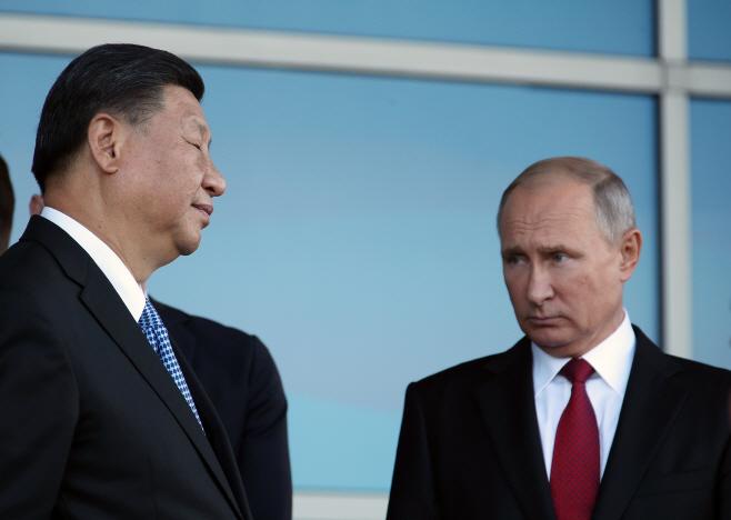 심각한 표정의 푸틴과 시진핑