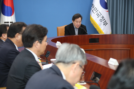 국정현안점검조정회의에서 발언하는 이낙연 총리
