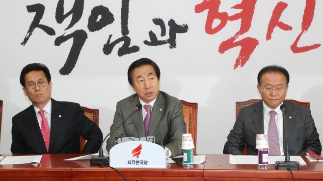원내대책회의, 발언하는 김성태<YONHAP NO-2604>