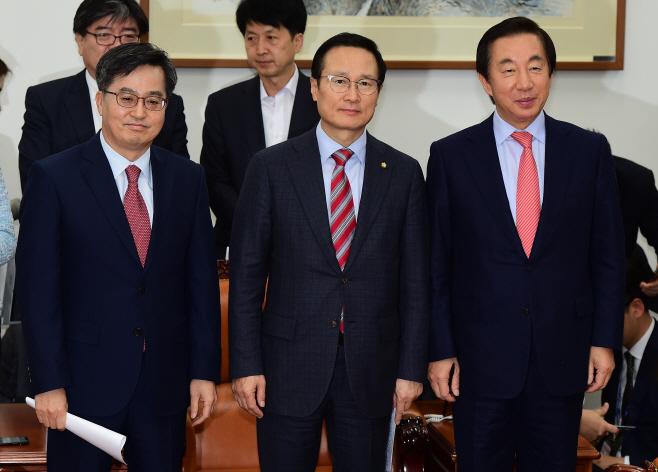 [포토] 내년도 예산안 합의 마친 민주당-한국당