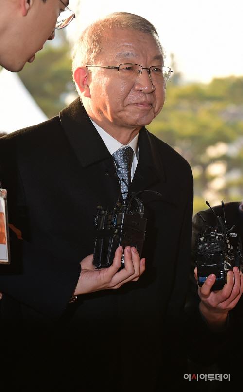 [포토] 검찰 출석하는 양승태 전 대법원장