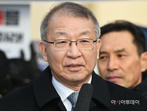 [포토]입장 밝히는 양승태 전 대법원장