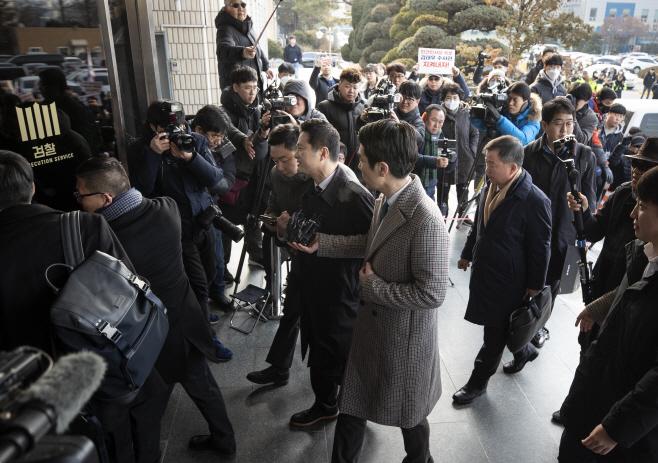 수원지검 출석하는 김태우