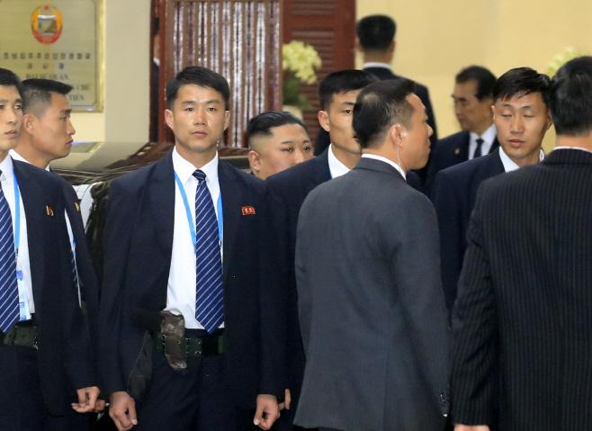 북한대사관 도착한 김정은