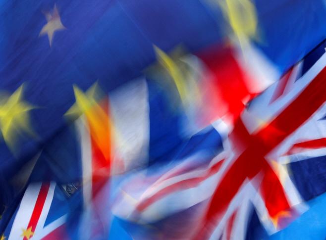 BRITAIN-POUND/OUTLOOK <YONHAP NO-4872> (REUTERS)