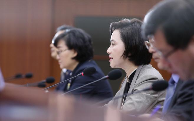 발언하는 유은혜 사회부총리<YONHAP NO-3262>