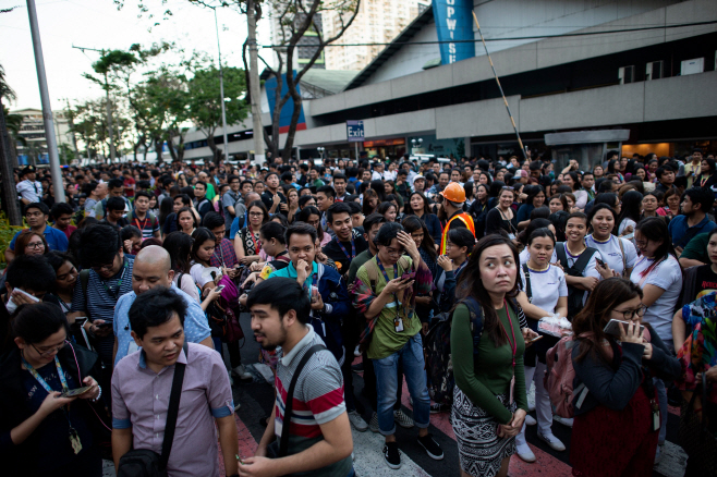 필리핀서 규모 6.1 지진…마닐라 업무지구 직원들 대피소동