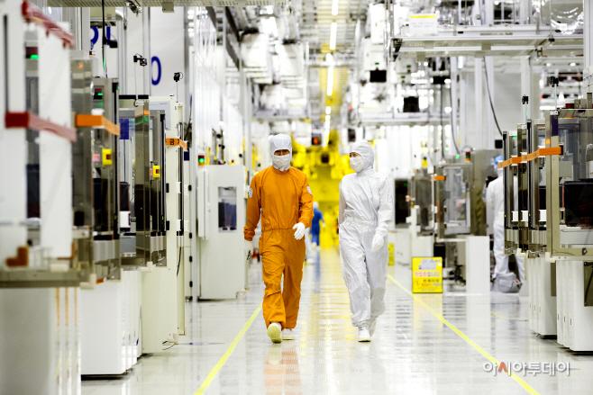 [이미지 자료] 삼성전자 클린룸 반도체 생산현장