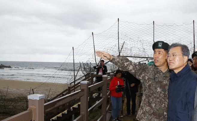 DMZ 평화의 길 찾은 문 대통령