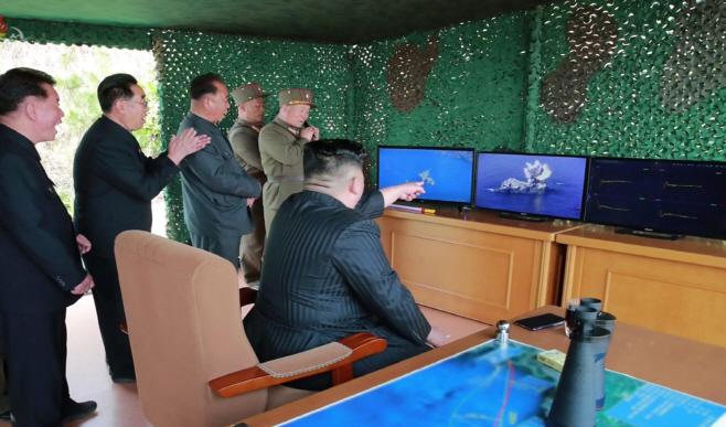 북한 TV,  화력타격 훈련 사진 공개<YONHAP NO-1737>