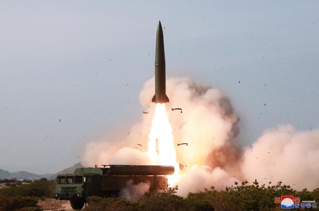 북한 동해상 화력타격훈련.. 전술유도무기 등 동원