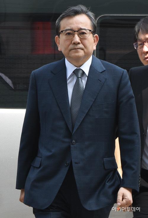 [포토]'뇌물수수 혐의' 김학의, 영장실질심사 출석