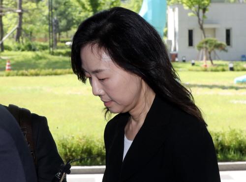 동부지법 들어서는 조윤선 전 청와대 정무수석