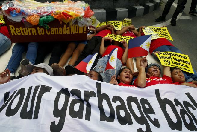 Philippines Canada Garbage <YONHAP NO-4249> (AP)