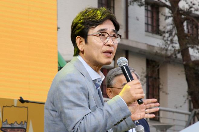 노무현 추모문화제에서 발언하는 유시민