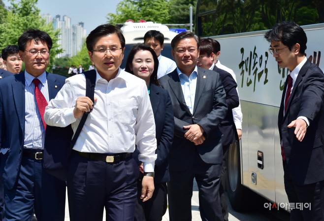 [포토] 민생투쟁 버스 대장정 강원도 향하는 황교안 대표