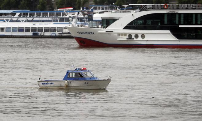 Hungary Capsized Boat <YONHAP NO-3539> (AP)