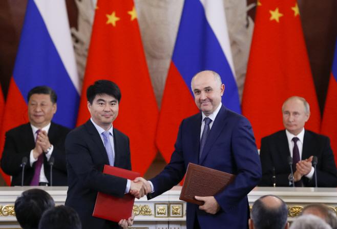 Russia China Huawei <YONHAP NO-0225> (AP)