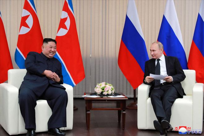 모두발언하는 김정은-푸틴