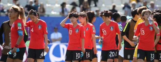 나이지리아에 패한 여자 축구 대표팀<YONHAP NO-0013>