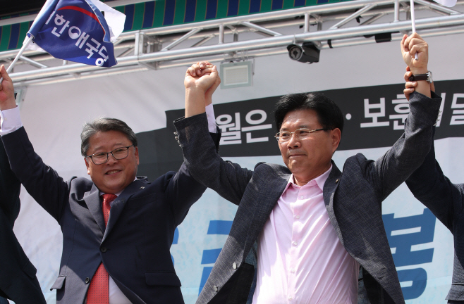 탈당선언한 홍문종...조원진과 대한애국당 공동대표