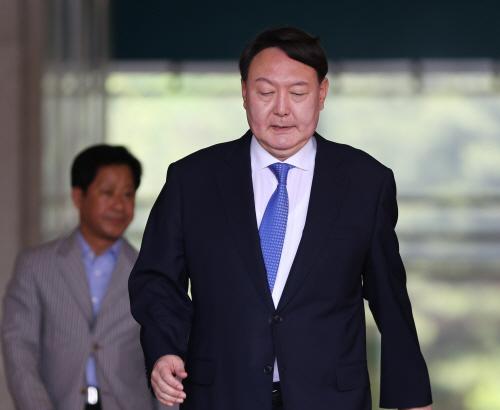 청사 나서는 윤석열 신임 검찰총장 후보자