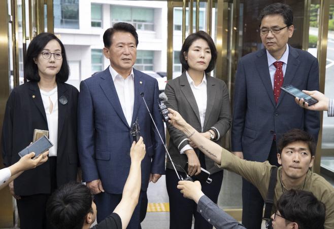 국회 교육위 한국당 의원들, 교육청 항의 방문<YONHAP NO-3152>